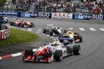 FIA F3: Pau: Jake Dennis wint probleemloos race 1