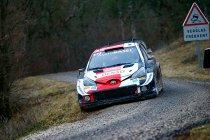 WRC: Ogier haalt de hamer boven, Evans weerstaat
