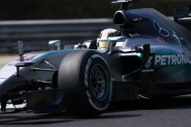 Hongarije: vrije trainingen: Tweemaal Lewis Hamilton voorop – crash voor Sergio Perez