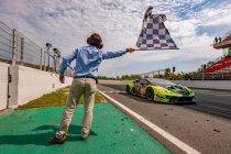 24H Barcelona: Barwell Motorsport wint na spannende strijd