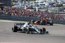 VS: Bottas klopt Hamilton die zesde wereldtitel veiligstelt