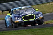Moskou: Bentley wint hoofdrace na chaotische start
