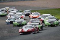 Silverstone: Luzich Racing Ferrari en SPS Automotive Performance Mercedes verdelen de zeges