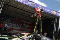 Brands Hatch: Elite 1: Vilariño wint door incidenten gekleurde tweede race