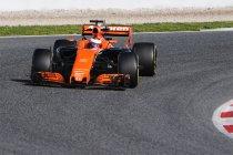 Honda-motor trilt McLaren MCL32 letterlijk stuk