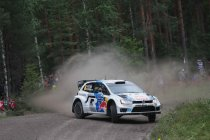Rally Finland: Zware strijd voor tweede plaats tussen Neuville en Östberg