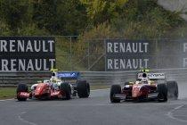Hungaroring: Race 1: Roberto Merhi oppermachtig in de regen