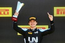 Silverstone: Guanyu Zhou winnaar van de hoofdrace