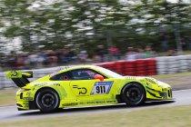 24h Nürburgring: Na 4h: Top vier op een zakdoek