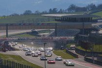 Hankook 12H Italy-Mugello: V8 Racing Renault R.S.01 aan de leiding na eerste deel race
