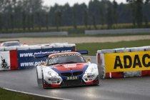 Slovakia Ring: Knap/den Boer schenken DB Motorsport de zege in verregende race