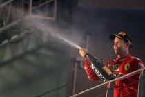 Vettel wint voor het eerst in een jaar, pitstops beslissen over Singapore GP