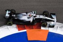 Rusland: Mercedes wint na pech bij Ferrari
