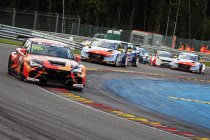 24H Spa: Mikel Azcona dominant in eerste TCR Europe race