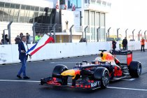 Max Verstappen rijdt als eerste met een F1-wagen op vernieuwd Zandvoort (+ video's)