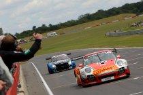 Snetterton: Trackspeed Porsche en Beechdean AMR Aston Martin verdelen de buit