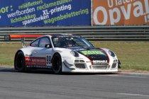 Xavier Maassen naast Dylan Derdaele en Kenneth Heyer bij Belgium Racing
