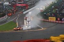 24H Spa: Na 1H: McLaren aan de leiding na chaotische start