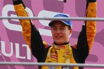 Monza: Race 1: Vandoorne rijdt hele veld op een hoopje met manke wagen