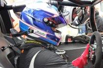 GT4: Jamie Vandenbalck samen met Sam Dejonghe aan de start te Brands Hatch