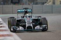 Lewis Hamilton snelste in beide vrije trainingen alvorens van de baan te gaan
