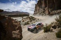 Etappe 4: Peterhansel grijpt eerste dagzege – Peugeot domineert met volledig dagpodium
