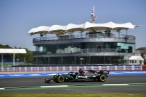 Groot-Brittannië: Hamilton en Mercedes met vingers in de neus op pole