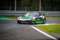Monza: Dinamic Porsche wint te midden slagveld