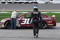 Jerry de Weerdt debuteert op Daytona en slaat zich door massacrash (+ Video)