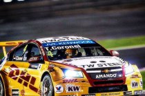 Tom Coronel dupe van olielek in Qatar, ROAL Motorsport wint klassement voor privéteams (+video)