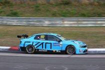 Nathanaël Berthon bestraft, Yvan Muller erft pole race 1