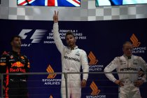 Singapore: Hamilton wint na startcrash – Vandoorne's beste F1-prestatie