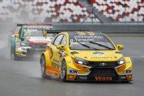 Moscow Raceway: Dubbelslag voor Lada: Tarquini wint openingsrace voor Nick Catsburg
