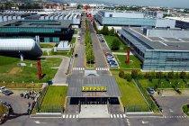 Ferrari sluit fabrieken in Italië
