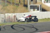Williams FW40 te zwaar beschadigd na crashes Lance Stroll