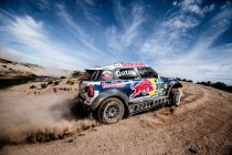 Nasser Al-Attiyah schenkt Mini eerste zege – Peugeot kent moeilijke dag